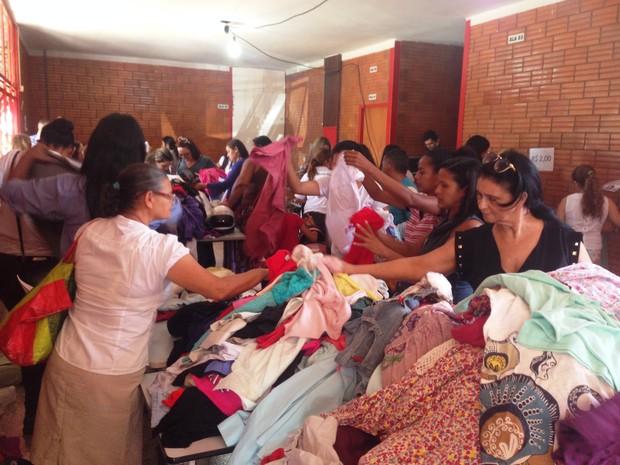 Peças de roupas estão sendo vendidas de R$ 2 a R$ 40 (Foto: Divulgação/Seduc)