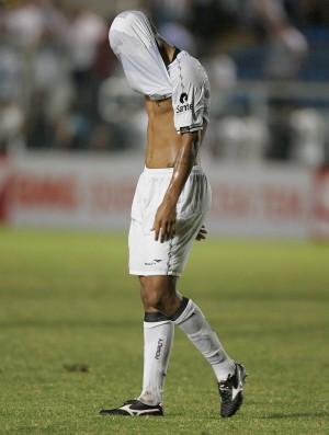 Jogador do Ceará decepcinado com empate em casa contra o Boa Esporte (Foto: Kiko Silva/Agência Diário)