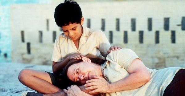 Fernanda Montenegro e Vinícius de Oliveira em uma cena de Central do Brasil, de Walter Salles (Foto: Divulgação)