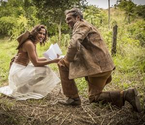 Camila Pitanga e Domingos passaram por poucas e boas nas gravações (Foto: Felipe Monteiro / Gshow)
