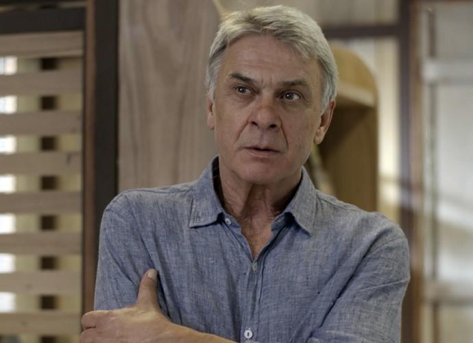 Queiroz fica furioso com a atitude de Gema (Foto: TV Globo)