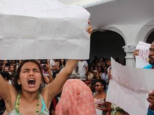Estudantes fazem protesto durante mesa de debates na Flica em Cachoeira, Bahia (Foto: Egi Santana/ Divulgação)