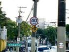 Avenida tem placas com velocidades diferentes no mesmo trecho