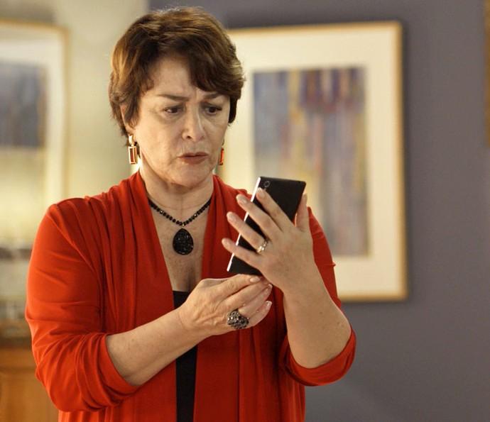 Mocinha tenta disfarçar que detestou tudo (Foto: TV Globo)