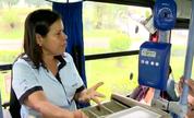 Cobradora de ônibus do ES distribui sorrisos para passageiros (Divulgação/ TV Gazeta)