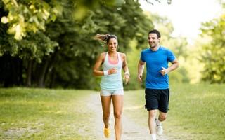 Prática de exercícios combina com alimentação nutritiva