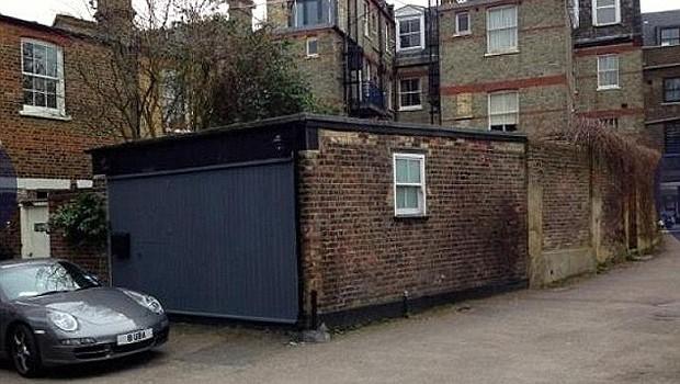 Quitinete fica dentro de antiga garagem no norte de Londres (Foto: Reprodução/ Imobiliária Winkworth)