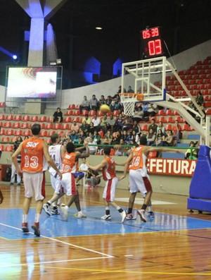 Mogi Basquete amistoso jogo (Foto: Thiago Fidelix / Globoesporte.com)