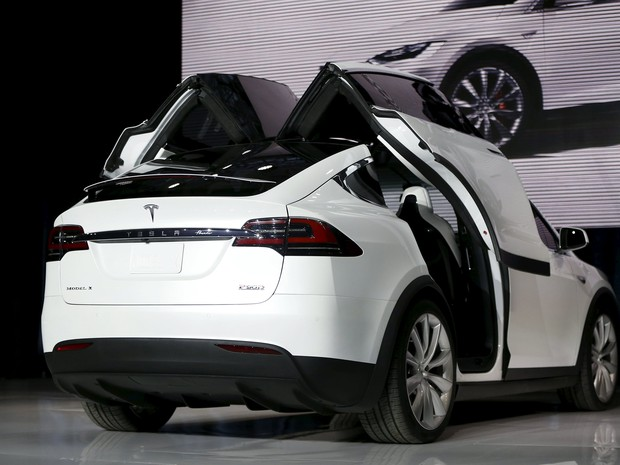 Tesla Model X tem portas no estilo asas de gaivota (Foto: REUTERS/Stephen Lam)