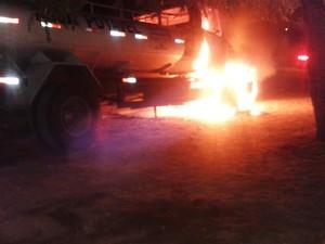 Um dos alvos dos criminosos em Caicó foi um caminhão-pipa (Foto: PM/Divulgação)