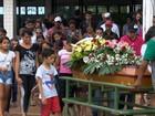 Garoto morto em cachoeira durante excursão escolar é enterrado no DF