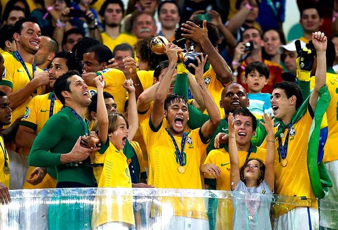 neymar brasil troféu final copa das confederações (Foto: Agência Reuters)