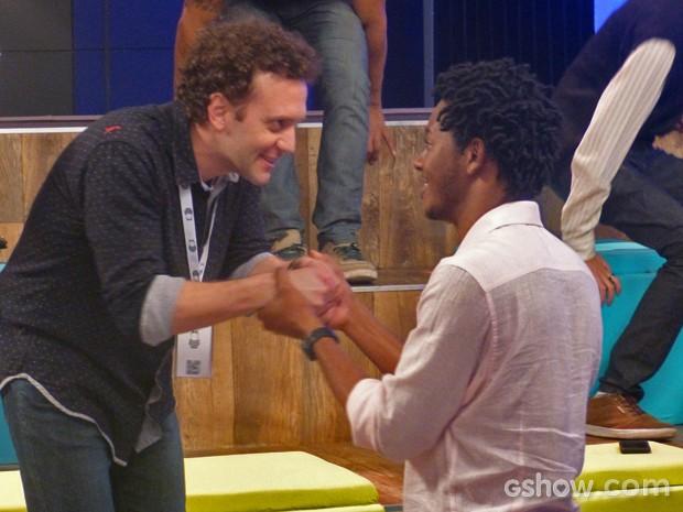 Jonas aprova ideia de Bóris e Matias (Foto: Geração Brasil / TV Globo)
