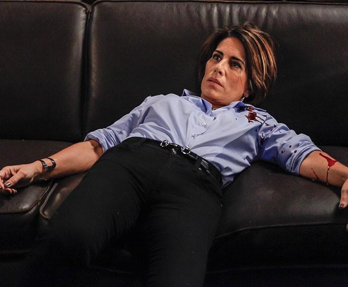 Beatriz é atingida (Foto: Artur Meninea/TV Globo)