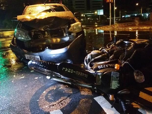 Motociclista fica ferido após colisão com carro em Porto Alegre; avenida Ipiranga, Borges de Medeiros (Foto: Paulo Ledur/RBS TV)