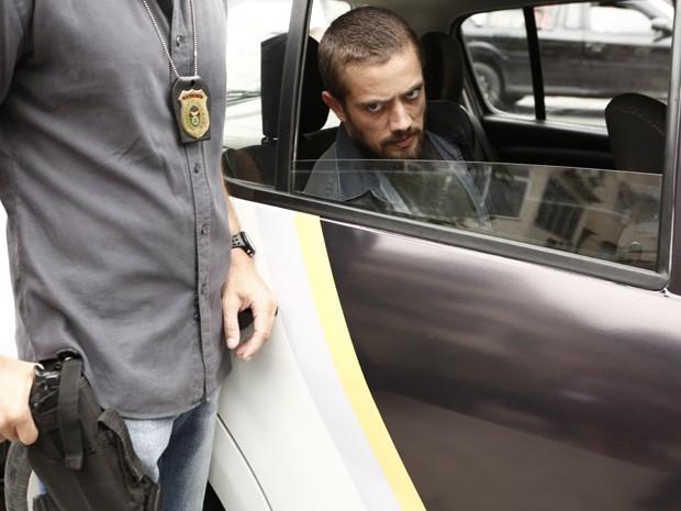 Vicente vai para delegacia (Foto: Inácio Moraes / Gshow)