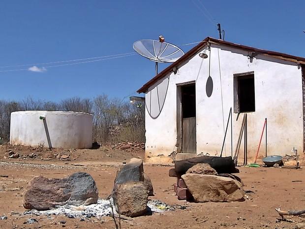 Dois projetos de construção de cisternas estão paralisados em Serra Branca (Foto: Reprodução/TV Cabo Branco)