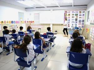 Pais devem ficar atentos para as taxas cobradas pelas escolas (Foto: Jonathan Lins/G1)