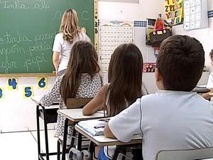 Rede de ensino privada terá reajuste de até 10% na matrícula em Uberlândi (Foto: Reprodução/TV Integração)