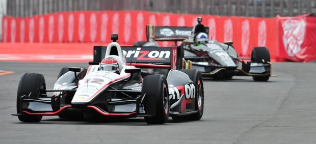 Indy - Will Power acelera o carro da Penske à frente de Dario Franchitti no circuito do Anhembi, em São Paulo (Foto: Claudio Capucho / FotoArena)