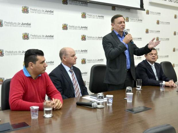 Prefeito Pedro Bigardi anuncia a chegada do sistema digital de rádio para a GM (Foto: Cleber de Almeida)