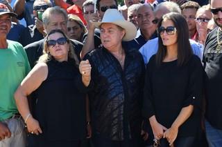 Milionário no enterro de José Rico (Foto: Caio Duran  / EGO)