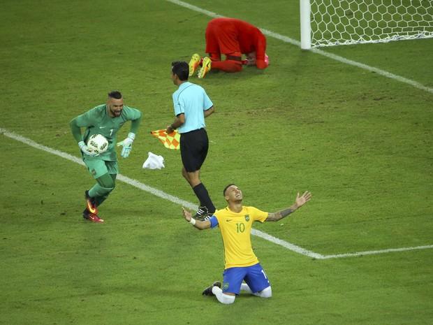 Neymar comemora pênalti convertido que resultou em vítória do Brasil contra a Alemanha (Foto: Murad Sezer / Reuters)