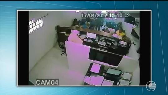 Criminosos invadem e fazem arrastão em cartório; assista ao vídeo