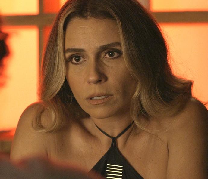 Atena descobre que o pai da facção surtou (Foto: TV Globo)