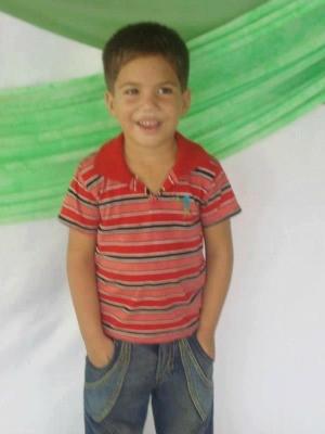 Vanderlei, de 4 anos, sofreu parada cardíaca ao receber descarga elétrica (Foto: Alexandra Alves de Oliveira/Arquivo pessoal)