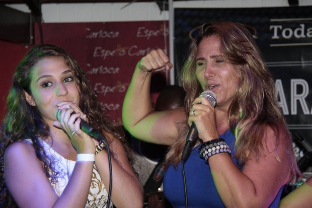 Andréia Sorvetão com a filha Giovanna (Foto: Isac Luz/EGO)