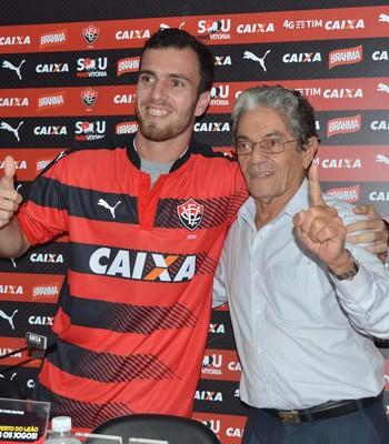 Serginho meia do Vitória (Foto: Francisco Galvão / Divulgação / E.C. Vitória)