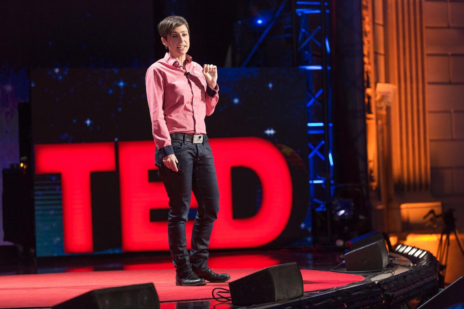 Danielle Feinberg fala sobre a ciência por trás dos filmes da Pixar (Foto: Flickr/TED Conference)