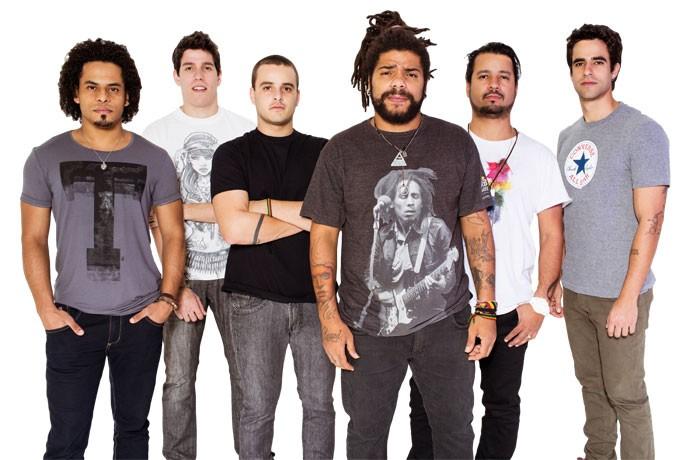 Banda Onze:20 tem mais de um milhão de fãs nas redes sociais (Foto: Maria Toscano/Divulgação)