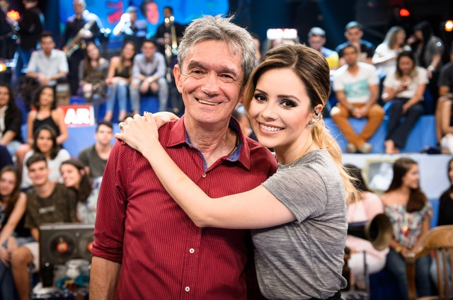 Sandy e Serginho Groisman no 'Altas horas' (Foto: Ramón Vasconcelos/ TV Globo)