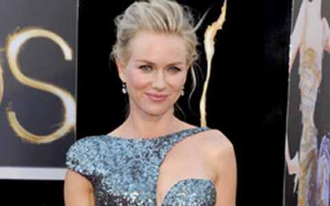 Naomi Watts não economiza no brilho para o Oscar 2013