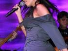 De microshortinho, MC Anitta mostra seu rebolado em show no Rio