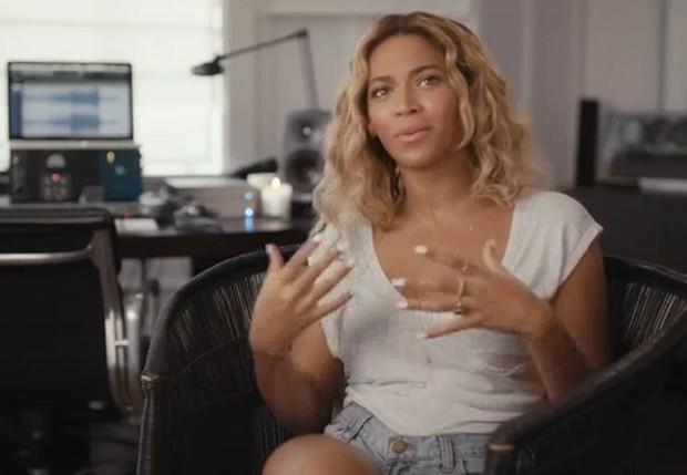 Após álbum, Beyoncé divulga vídeo em que fala de fama, família e infância