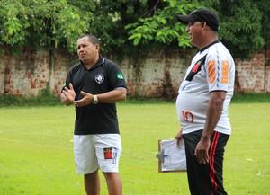 Diretor de futebol Renato Machado, o Lobinho, e o técnico do Vasco-AC, Célio Doka (Foto: João Paulo Maia)