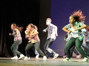 Grupo 'Concepção Urbano' apresenta coreografias ligadas ao hip-hop (Foto: Jéssica Balbino/ G1)