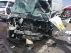 Van colide com carro do Hemosc e motoristas morrem no Vale do Itajaí