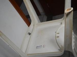 Sargento teria reagido utilizando uma cadeira de plástico (Foto: Pâmela Fernandes/G1)