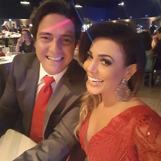 Fabiana Teixeira e o noivo, o empresário Alessandro Toniello (Foto: Arquivo pessoal)
