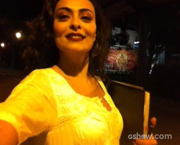 Juliana Paes manda sua torcida para Aílton Graça (Foto: Domingão do Faustão/ TV Globo)