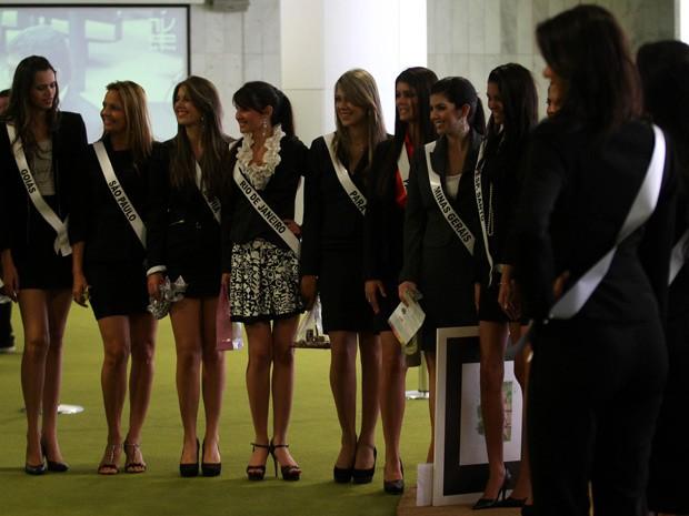Candidatas a Miss Brasil Globo desfilaram pelos corredores do Senado nesta terça-feira (22) (Foto: Beto Barata/Agência Estado/AE)
