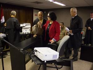 Eônia Pereira fala sobre patrimônio de Augusto Farias em depoimento. (Foto: Jonathan Lins/G1)