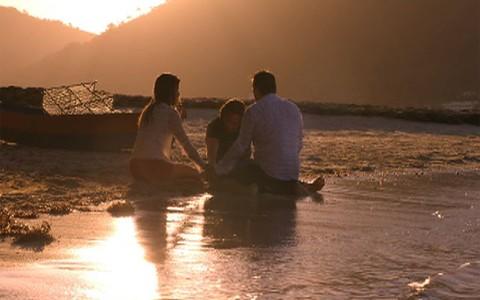 Após casamento, Alberto surpreende Ester e Cassiano (Flor do Caribe/TV Globo)