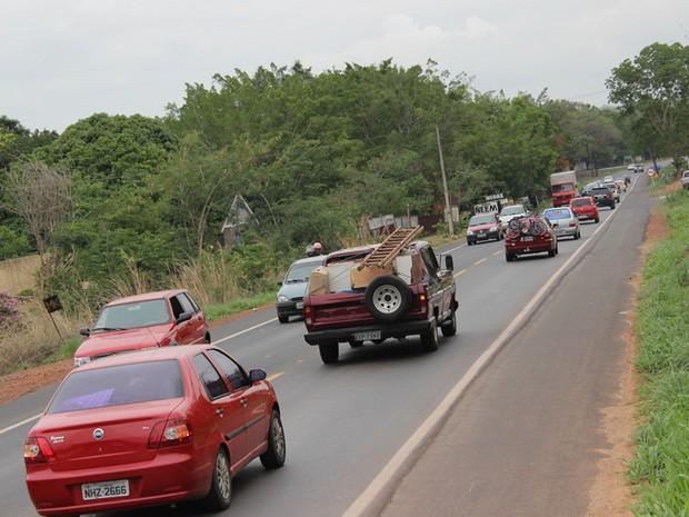 Circulação de veículos na BR 343 é intenso durante o fim de semana no Piauí. (Foto: Ellyo Teixeira/G1)