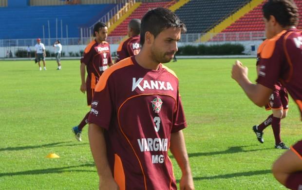 Meio-campo chileno deixa o Boa Esporte. (Foto: Tiago Campos / Globoesporte.com)