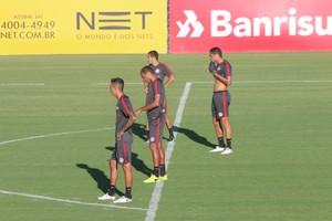 Inter William Ernando Neris Iago treino (Foto: Tomás Hammes / GloboEsporte.com)